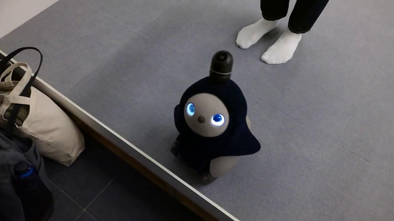 شاهد ماذا يفعل الروبورت Lovot8 الصغير هل يتحدى صوفيا ؟