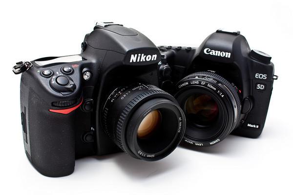ما الفرق بين الكاميرا النيكون والكانون ؟