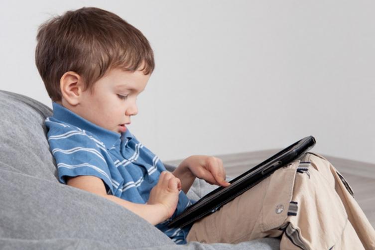 في عالم الجوال ما هي نسبة حاملي الهاتف من الأطفال ؟